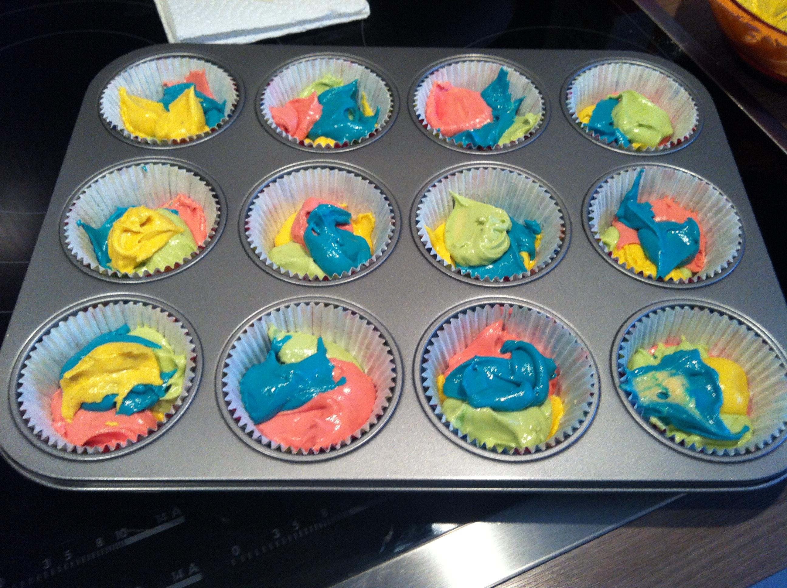 Bunte muffins mit lebensmittelfarbe rezept